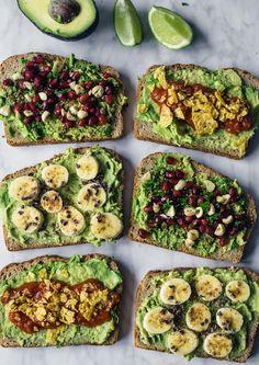 Avocado toast op 3 manieren - makkelijk, snel en gezond. Zo gaat je (vegan) broodje avocado nooit vervelen. Avocado's over? We hebben genoeg tips!