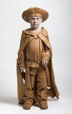 Efraim Rodriguez, Martí with cape, 104 x 46 x 46 cm., Beechwood,  polychromed cottonwood