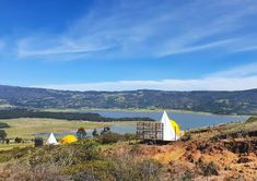 Glamping in Colombia is an incredible experience, because this country has an immense variety of landscapes and climates. Glamping, Camping Con Glamour, Tent, Villa, Places, Aurora, Travel, Outdoor, Camping Places