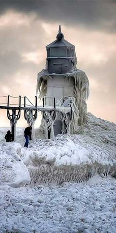 Joseph Lighthouse, Michigan, after the polar vortex Jerry Joanis Photography All Nature, Amazing Nature, Grands Lacs, Cool Photos, Beautiful Pictures, Wow Photo, Beacon Of Light, Am Meer, Winter Scenes