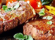 Rendimento1 porções Ingredientes- 4 Steak de Entrecot de 250g cada - 1 colher de sopa de sal grosso - 2 folhas de louro cortadas em tirinhas - 1 col ...