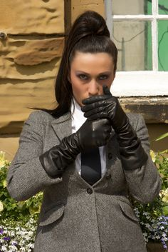 Black Leather Gloves, Leather Accessories, Long Gloves, Women's Gloves, Smoking Ladies, Leather Fashion, Suits For Women, Kinky, Dame