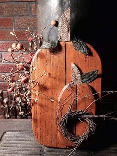 Primitive Fall Crafts, Fall Wood Crafts, Halloween Wood Crafts, Autumn Crafts, Wooden Crafts, Fall Halloween, Primitive Pumpkin, Pumpkin Crafts, Halloween Ideas