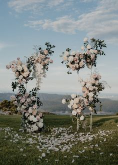 Wedding Altars, Wedding Ceremony Flowers, Wedding Ceremony Decorations, Floral Wedding, Altar Flowers, Arch Wedding, Ceremony Arch, Wedding Ceremonies, Outdoor Wedding Backdrops