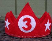 Tradicional de fieltro rojo Corona personalizada con número o inicial