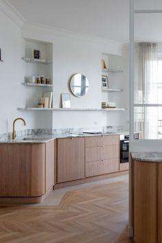 Minimal Kitchen Design, Interior Design Kitchen, Apartment Interior, Apartment Design, Kitchen Dinning, Kitchen Decor, Brownstone Interiors, Kitchens And Bedrooms, Functional Kitchen