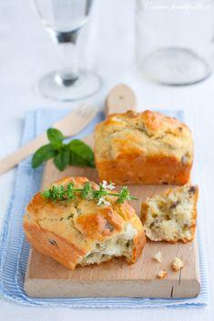 Mini cakes alla feta, pistacchi e basilico. L'abbinamento feta pistacchi mi incuriosisce non poco...