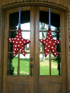 Burlap painted stars - door decoration or hanging in my guest room with a super awesome quilt that someone will eventually make for me or I learn how to sew...