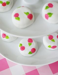 Bake at 350: Sugarlicious! Pink Posie Petits Fours...and a giveaway!