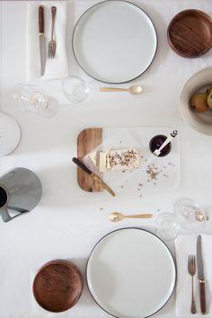 Tisch Modern An Earthy Christmas at Mine Ceramic Tableware, Kitchenware, Baking Pans Set, Washing Bins, Kitchen Design, Kitchen Decor, Teller Set, Food Photography Props, Lifestyle Photography