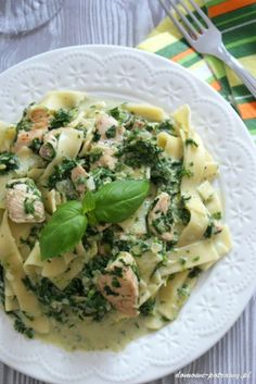 Pasta in a creamy sauce with chicken and spinach - przepisy - Makaron Creamy Sauce, Creamy Pasta, Polish Recipes, Potato Salad, Spinach, Spaghetti, Food And Drink, Tasty, Healthy Recipes