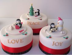 Enjoy this CHRISTMAS CAKE GALLERY gallery album you can enjoy large number pictures that you can discover, discuss & give your opinion on. Plus upload and share your own Christmas Cake Gallery pics in addition to rating the photos & posting comments. Christmas Cakes Pictures, Mini Christmas Cakes, Christmas Cake Topper, Christmas Cake Decorations, Holiday Cakes, Christmas Desserts, Christmas Treats, Christmas Christmas, Fondant Cakes