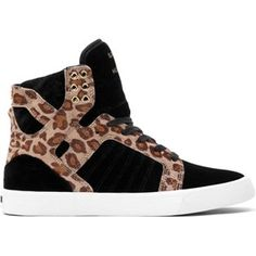 Deze Supra Skytop schoenen in Black/Cheetah/White zijn speciaal ontworpen voor dames. De schoenen hebben een vulcanized zool en zijn gemaakt van zwart fluweel en leer met cheetah print. De schoenen hebben een super comfortabele en ademende mesh voering.