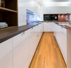 Cocinas de Diseño con un suelo clásico de madera, creando, mezclando..diseñando!   #cocinasdediseñomadrid #cocinasmadrid #DiseñoCocinasMadrid #MueblesDeCocinaMadrid