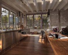 Built in 1926 and located close to Lake Como, in northern Italy. This gorgeous 270 square meters loft was kept in its original form and holds many of its owner own artwork. Architect and artist Mar Warehouse Apartment, Warehouse Living, Warehouse Home, Dream Apartment, Apartment Design, Apartamento Loft Industrial, Industrial Apartment, Industrial House, Modern Industrial