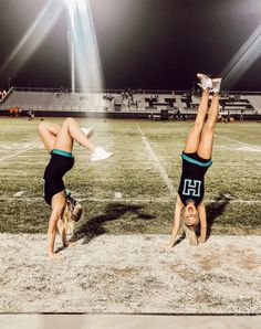 𝐠 𝐟 𝐚 𝐢 𝐭 𝐡 𝐞 𝐦 𝐦 𝐚 𝐥 𝐢 𝐞 ⭐ ️⭐ ️⭐ cheer pics, cheerleading pic Cheer Picture Poses, Cheer Poses, Picture Ideas, Cheerleading Pictures, Volleyball Pictures, High School Cheerleading, Cheerleading Stunting, Cheer Team Pictures, Sports Pictures