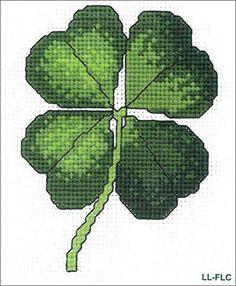 Cross Stitch Shamrock / Four Leaf Clover Close Photo Celtic Cross Stitch, Cross Stitch Needles, Cross Stitch Art, Cross Stitch Flowers, Modern Cross Stitch, Cross Stitch Designs, Cross Stitching, Cross Stitch Embroidery, Cross Stitch Patterns