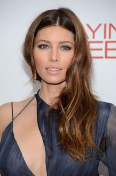 Jessica Biel pinned her bangs back here, and we are happy she is moving on from the ombre trend, it feels so overdone now. much better, jessica!