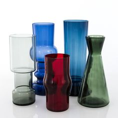 KAJ FRANCK - Five different glass vases: blue vase green vase/carafe red glass blue vase and gray vase, Iittala, Finland. Red Design, Glass Design, Design Art, Glass Book, Glass Art, Carnival Glass, Midcentury Modern, Colored Glass, Scandinavian Design