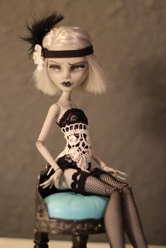 Monster High OOAK Doll. The blonde in the pic.