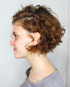 Alternative 20 Curly Bob Haircuts 2020 - connecting the world Bob Haircut Curly, Short Curly Haircuts, Curly Hair With Bangs, Choppy Bob Hairstyles, Bob Hairstyles For Fine Hair, Curly Hair Cuts, Long Curly Hair, Short Hair Cuts, Short Curly Bob