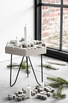Advent wreath with concrete as a side stool - DIY instructions for a candle holder - Christmas decoration Scandinavian minimalist Metal Side Table, Wood Table, Dining Table, Diy Stool, Advent Candles, Advent Wreath, Motif Design, Ikea Hack, Concrete
