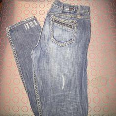"Kensie straight leg jeans Distressed jeans inseam 33"" waist measures 32"" Kensie Jeans Straight Leg"
