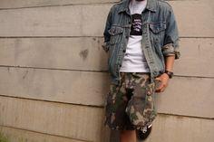 (jeudi★Style)NO.19   Tシャツ♦ANTI SOCIAL SOCIAL CLUB THE CLUB TEE WHIT  http://jeudi-japan.com/?pid=107177564   Gジャン♦Levi's 古着(私物)  パンツ♦STUSSY(私物)  ニット帽♦Supreme(私物)  時計♦G-SHOCK (私物)   Gジャン+ハーフパンツ!!!  ストリートスタイルをベースに古着の大きめなGジャンを・・・(*'∀')  ANTI SOCIAL SOCIAL CLUBのTシャツはプリントもシンプルなので、  ボトムにトレンドの迷彩パンツを合わせました(*´Д`)  (細めのベルトはチョロンと出すのが鉄則です!!)