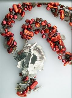 Oak-leaf-toggle-red Necklace @antelopebeads.com #dorabethdesigns #beading #jewelry