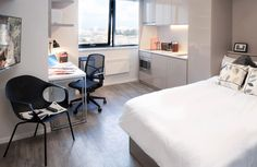 Check our image gallery of luxury self contained luxury student accommodation for rent in Bristol city centre.