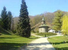 Turism spiritual: Mănăstirea Prislop  și mormântul părintelui Boca – galerie foto
