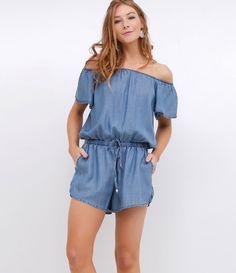 Macacão feminino      Modelo curto      Ombro a ombro      Com bolsos      Com cordão para amarração na cintura      Marca: Blue Steel      Tecido: jeans = liocel      Modelo veste tamanho: P           Medidas da modelo:         Altura: 1.72    Busto: 78    Cintura: 59    Quadril: 91    Manequim: 36         COLEÇÃO VERÃO 2017         Veja outras opções de    macacões femininos.