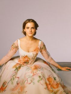 Emma W. Thailand: New pictures of Emma Watson as Belle in 'Beauty and the Beast Emma Watson Beauty And The Beast, Emma Watson Beautiful, Disney Beauty And The Beast, Emma Watson Belle Dress, Beauty And The Beast Dress, Emma Watson Hair, Emma Watson Style, Gorgeous Lady, Chica Cool