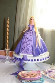 I had a barbie in a birthday cake almost every year as a kid! Bolo Rapunzel, Rapunzel Birthday Cake, Doll Birthday Cake, Disney Princess Birthday, Princess Rapunzel, Barbie Cake, Barbie Doll, Foundant, Doll Cakes