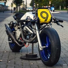 Definitely not suitable for the average European teenage delinquent: this nitrous-injected racer has quintupled its power output and runs on tiny slicks. Motorcycle Jeans, Motorcycle Posters, Motorcycle Garage, Drag Racing Motor, Ape Hangers, Mini Bike, Custom Bikes, Cool Bikes, Biker