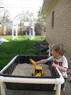 A Dozen Things You Can Make For Your Kids with PVC Pipe PVC pipe sand/water table.why pay for an expensive one from a school supply catalog? Pvc Pipe Projects, Projects For Kids, Diy For Kids, Lathe Projects, Sand And Water Table, Sand Table, Water Tables, Box Water, Outdoor Play