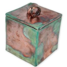 With its looped handle, this copper raku ceramic urn is a tranquil, yet stunning, memorial to your loved one.