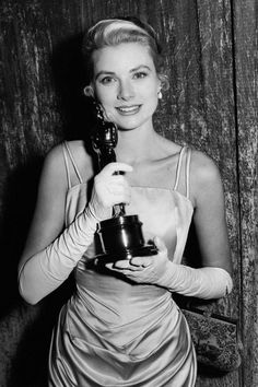 Grace Kelly Oscars 1955 - Academy Awards Red Carpet Fashion History - Elle