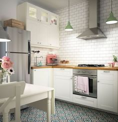 Petite cuisine blanche et fonctionnelle | Cuisine | Pinterest ...