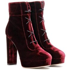 Jimmy Choo Deon 120 Velvet Ankle Boots (1.550 BRL) ❤ liked on Polyvore featuring shoes, boots, ankle booties, heels, ankle boots, red, red ankle boots, heeled booties, red heel boots and red short boots