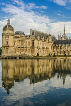 21 Best Day Trips from Paris - Normandy, Loire Valley, Champagne . Stuff To Do, Things To Do, Day Trip From Paris, France, Day Trips, Louvre, Mansions, House Styles, Travel