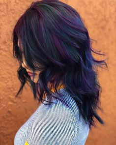 11 Fall Hair Color Trends That Are Going to Be Huge This Year bruns courts femme homme mi long de cheveux color ideas women Violet Hair Colors, Fall Hair Colors, Hair Color Purple, Cool Hair Color, Oil Slick Hair Color, Indigo Hair Color, Deep Purple Hair, Midnight Blue Hair, Blonde Hair With Highlights