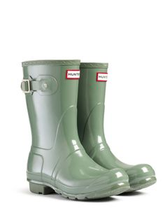 Hunter Original Tall Gloss Rain Boots - want them so badly in Graphite! Green Hunter Boots, Hunter Rain Boots, Cheap Sunglasses, Girls Wear, Winter Wear, On Shoes, Riding Boots, Vintage Outfits, My Style