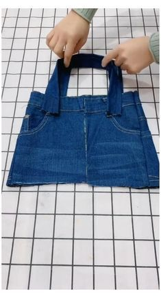 Diy Bags Jeans, Diy Old Jeans, Recycle Jeans, Diy With Jeans, Diy Denim Purse, Denim Bags From Jeans, Denim Tote Bags, Denim Bag Patterns, Bag Patterns To Sew