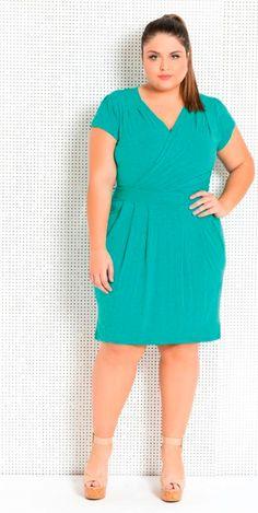 Vestido turquesa com decote transpassado, peça charmosa e elegante.   #estilo #modaplussize #estiloplussize #eusouplus #meuestiloplussize #beline #belineplussize #plussize #vestido #vestidoplussize