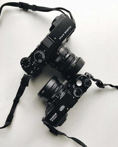 XPRO2 or the X100T? Credit: @x100p #FujifilmME #Fujifilm #XPRO2 #X100T via Fujifilm on Instagram - #photographer #photography #photo #instapic #instagram #photofreak #photolover #nikon #canon #leica #hasselblad #polaroid #shutterbug #camera #dslr #visualarts #inspiration #artistic #creative #creativity Fuji Camera, Photography Office, Classic Camera, What In My Bag, Wide Angle Lens, Leica, Fujifilm, Insta Pic, Binoculars