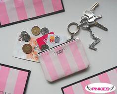 Praktická klíčenka od Victoria's Secret do které schováte nejen klíče :)