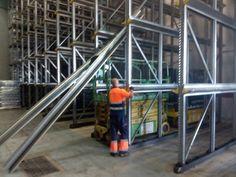 Montador de estanterias en Canarias www.solucionesmodulares.es Tenerife, Industrial, Four Square, Ladder, Stairway, Teneriffe, Industrial Music, Ladders, Stairs