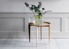 objects-accessories-fritz-hansen-tray-table-vase