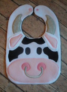 COW BIB Sewing Projects For Kids, Sewing For Kids, Baby Bibs Patterns, Easy Baby Blanket, Bib Pattern, Baby Crafts, Baby Decor, Burp Cloths, Baby Quilts